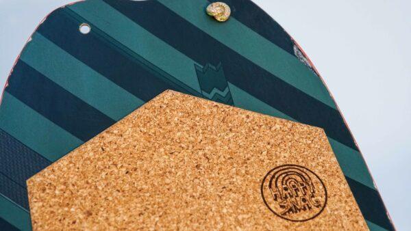 happy_snag_snowboard_recycling_city fox